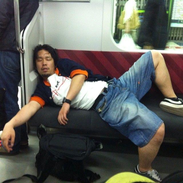 海外で、どこでも寝る日本人と紹介されてた