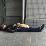 渋谷で寝てる人が渋い