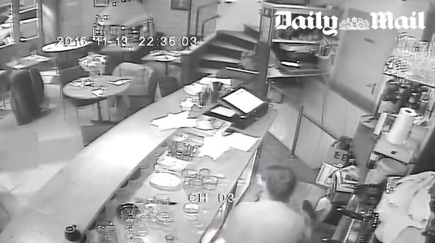 パリのテロで イスラム国に襲撃された飲食店の監視カメラの映像