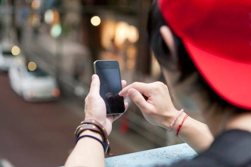 特定の人と距離が近づくと知らせるアプリが登場