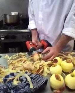 リンゴの剥き方が凄い