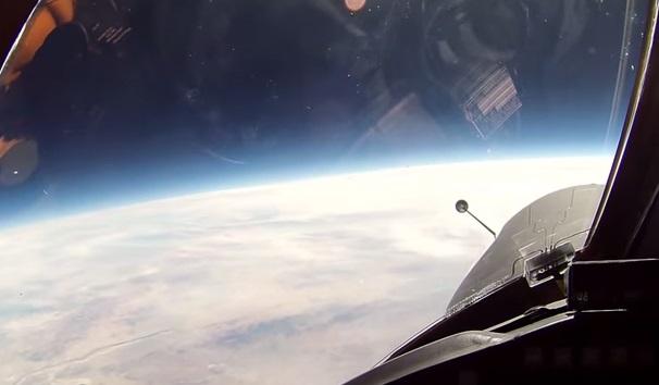 上空21キロメートルからの映像が神秘的