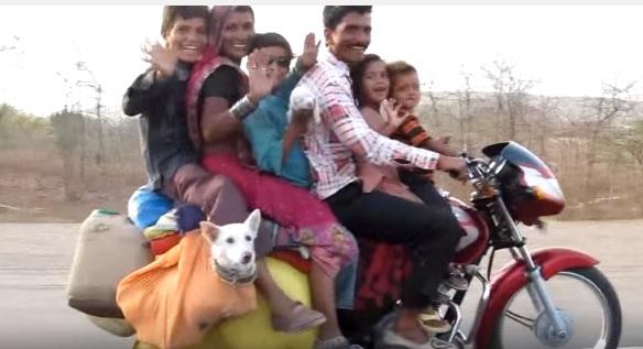 インドのバイク6人+犬2匹乗りがヤヴァイww