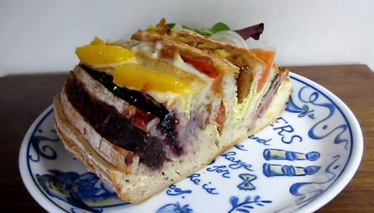 10種類の味が一度に楽しめるサンドイッチ